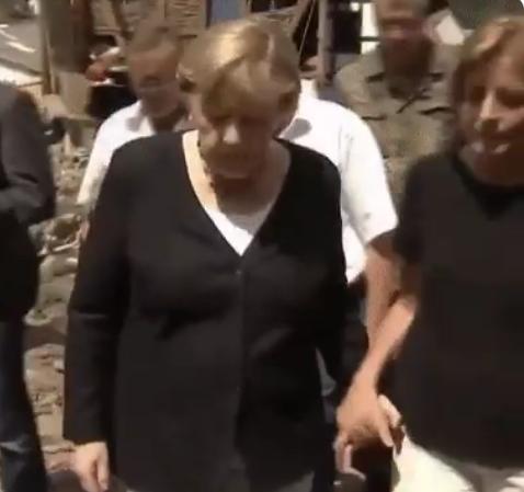El gesto de Angela Merkel con su 'rival', la socialdemócrata Malu Dreyer:  Le...