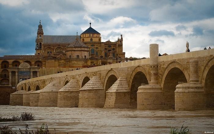 Puente Romano de Córdoba sobre el Río Guadalquivir.