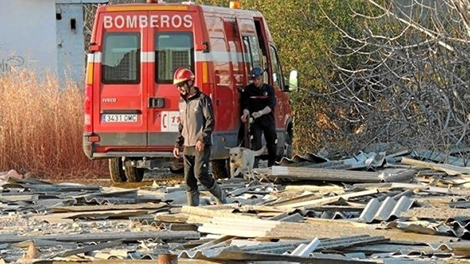 Un joven es trasladado al Hospital Reina Sofía por un incendio en una casa de Cañero