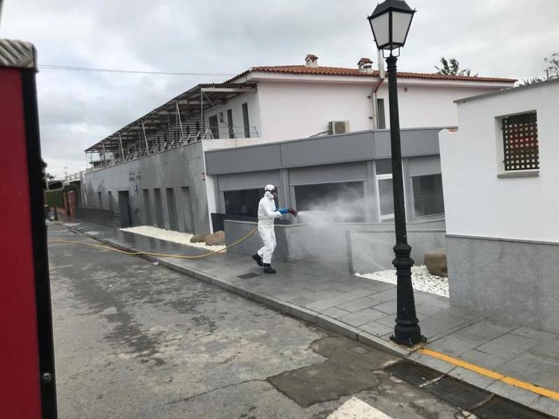 Fotonoticia: Hinojosa del Duque desinfecta residencias y espacios públicos