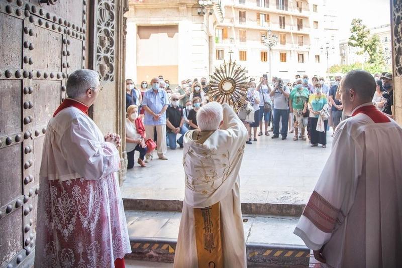 Arzobispo de Valencia critica vacuna contra COVID-19 elaborada